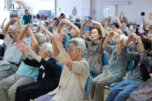 特別養護老人ホーム【愛光苑】音楽療法写真2