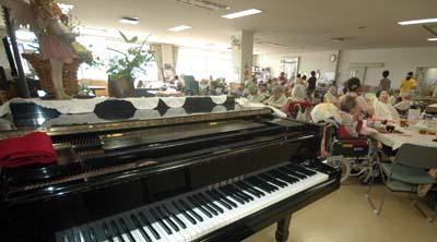特別養護老人ホーム【愛光苑】音楽療法写真ピアノ